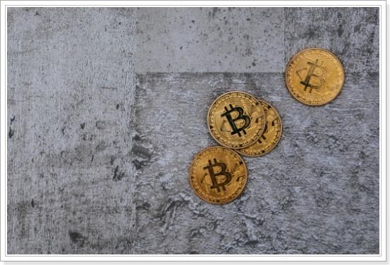 他人に「どの仮想通貨を買えばいいですか?」と聞く人が損しやすい